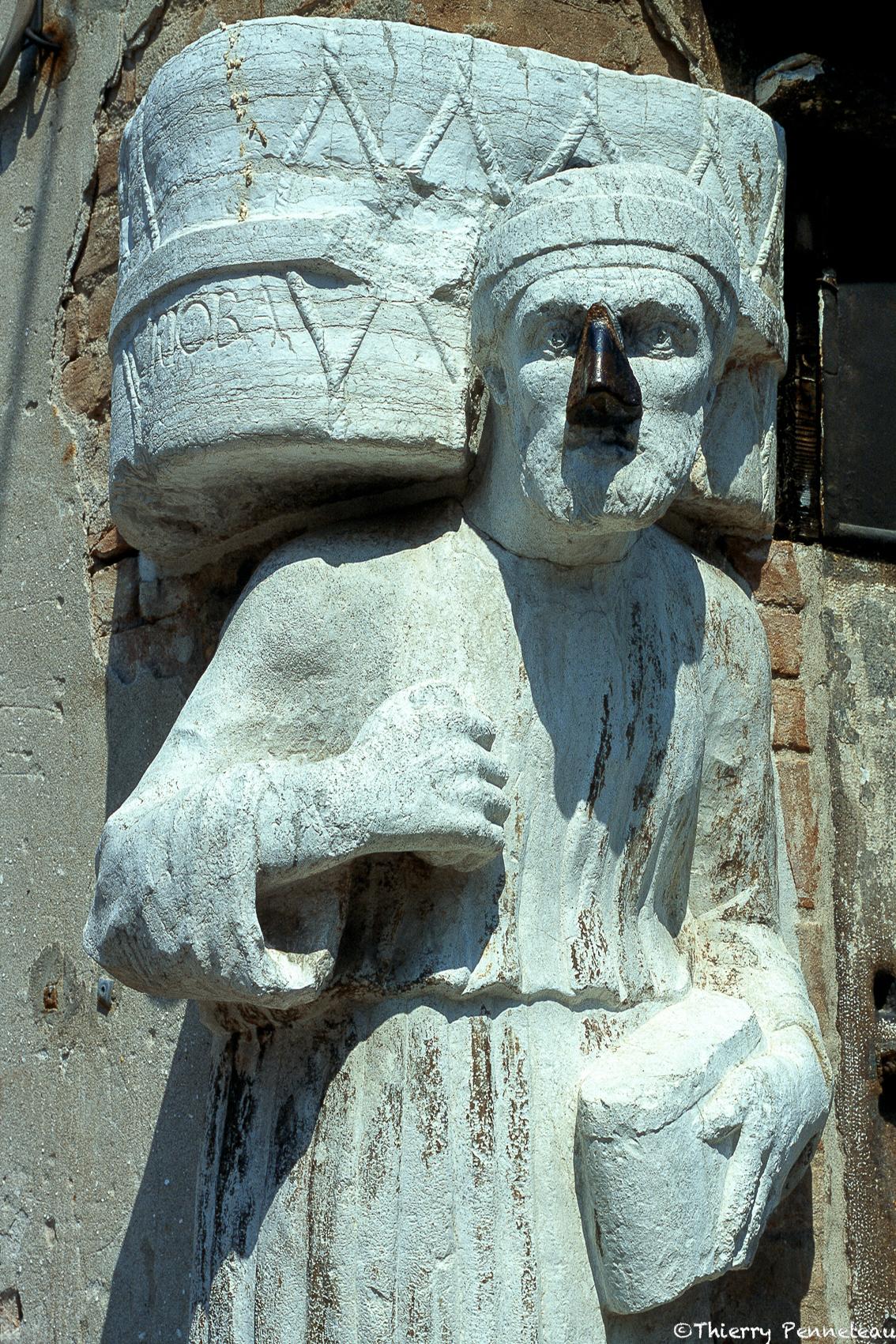 Statue maure